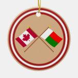 Le Canada et les drapeaux croisés par Madagascar Ornements De Noël