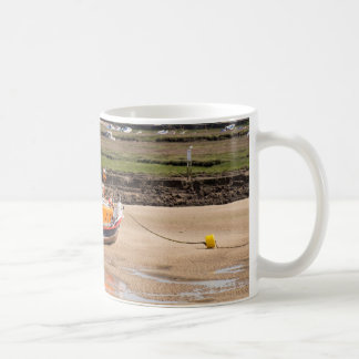 Le canot de sauvetage échoué mug
