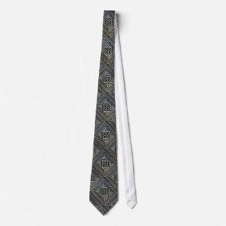 Le carré noir argenté forme le motif de Knotwork Cravates