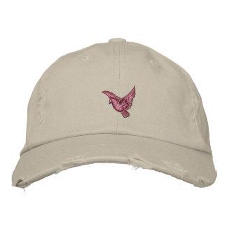 Le casquette affligé brodé des femmes roses