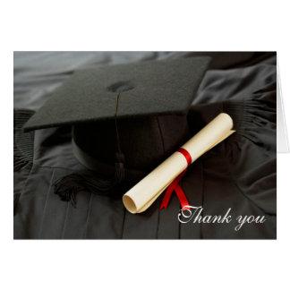 Le casquette et la robe d'obtention du diplôme vou carte de vœux