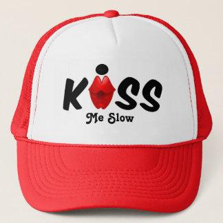 Le casquette m'embrassent lent