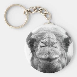 Le chameau embrasse la photo de plan rapproché d'a porte-clé rond