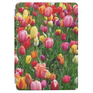 Le champ coloré des tulipes fleurit, couverture protection iPad air