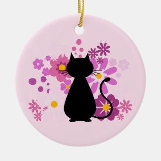 Le chat en ornement rose de cercle de fleurs