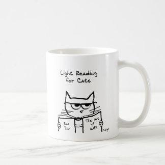 Le chat fâché trace la guerre - tasse de café