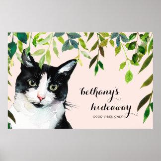 Le chat mignon dans la verdure ajoutent nommé poster