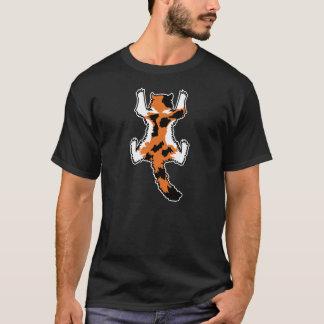 Le chat s'accrochent à une chemise (longs cheveux t-shirt