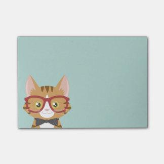 Le chat tigré orange de hippie badine des notes de post-it®