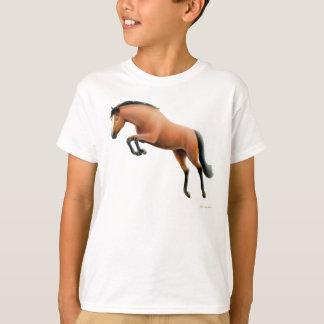 Le cheval de baie sautant badine le T-shirt