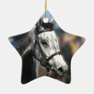Le cheval de course gris folâtre le portrait ornement étoile en céramique