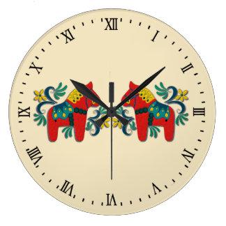 Le cheval de Dala de Suédois jumelle le Scandinave Grande Horloge Ronde