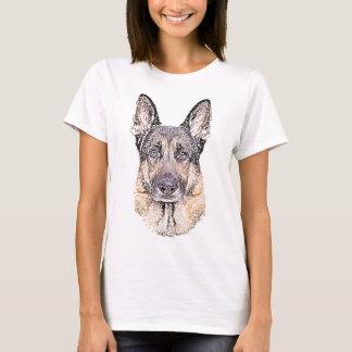 Le chien de berger allemand a esquissé t-shirt