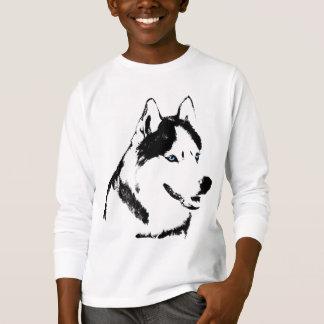 Le chien de traîneau enroué du T-shirt de l'enfant