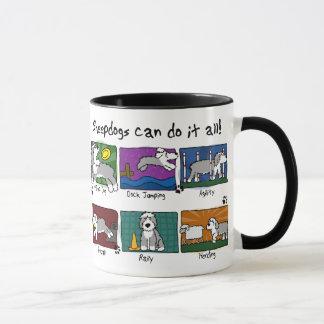 Le chien folâtre le vieux chien de berger anglais mug