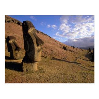 Le Chili, île de Pâques. Hillside avec Moai Carte Postale