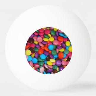 Le choclate enfermé par sucrerie boutonne le balle de ping pong