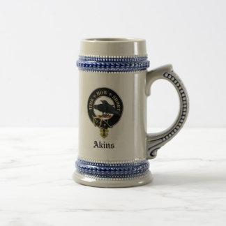 Le clan d'Akins Crest et manteau des bras Stein en Chope À Bière