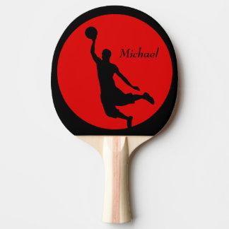 Le claquement noir rouge de basket-ball trempent raquette de ping pong