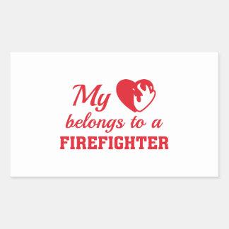 Le coeur appartient sapeur-pompier sticker rectangulaire