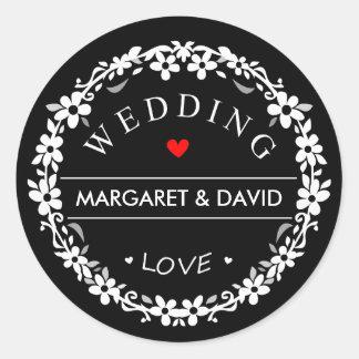 Le coeur rouge de mariage noir et blanc appelle sticker rond