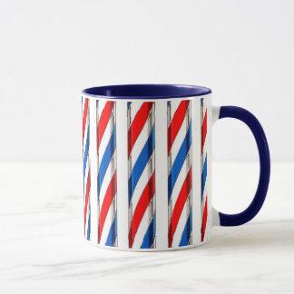 Le coiffeur barre la tasse de café
