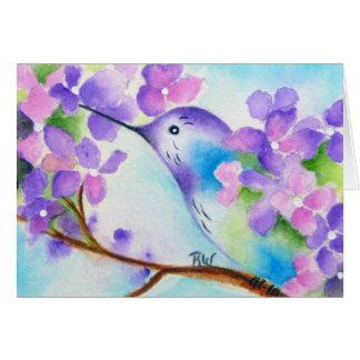 Le colibri et les hortensias pourpres ont plié la carte de vœux