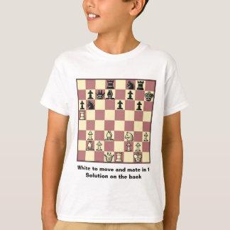 Le compagnon d'échecs dans 1 puzzle #4 badine le t-shirt