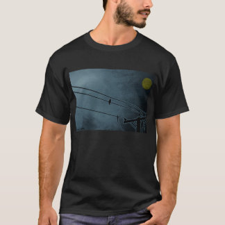 le corbeau observe le tee - shirt de lune t-shirt