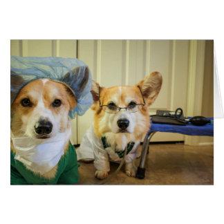 Le corgi Dr. et l'infirmière obtiennent bien Carte De Vœux