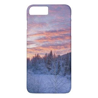 Le coucher du soleil vif peint le ciel au-dessus coque iPhone 7 plus
