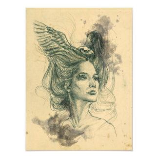 Le crâne d'oiseau de portrait de femme et la photo