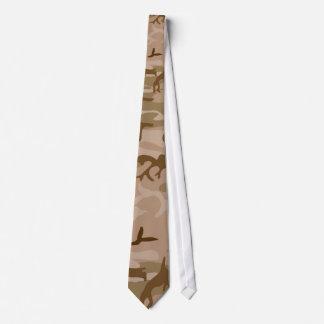Le cravate des hommes soyeux de Camo de désert