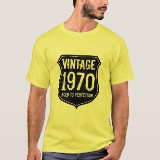 Le cru 1970 a vieilli au T-shirt de perfection