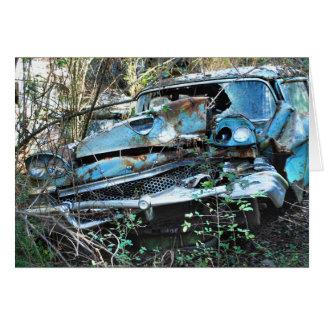 Le cru a détruit la voiture dans un arbre carte de vœux