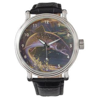 Le cru folâtre la pêche de poissons de truite, montres bracelet