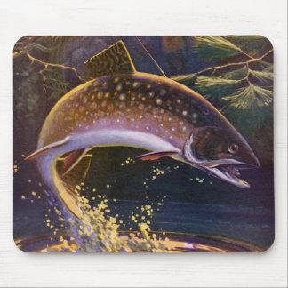 Le cru folâtre la pêche de poissons de truite, tapis de souris