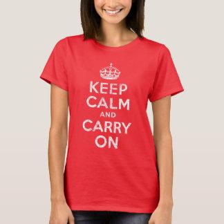 Le cru maintiennent calme et continuent le T-shirt