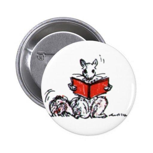 Le cru mignon accumule des livres de lecture pin's avec agrafe