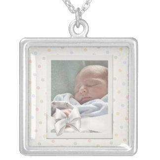 Le cru pointille le collier d'image de bébé de cad