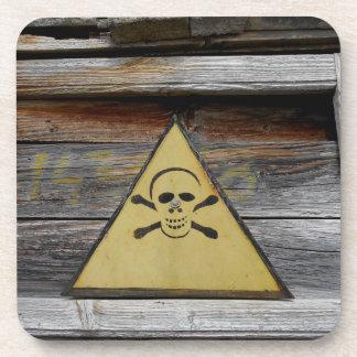 Le danger vintage se connectent le bois rustique dessous-de-verre