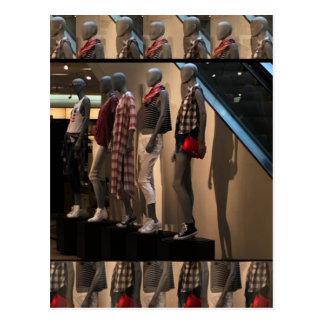 Le défilé de mode modèle le modèle d'habillement cartes postales