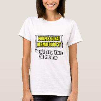 Le dermatologue professionnel… n'essayent pas à la t-shirt