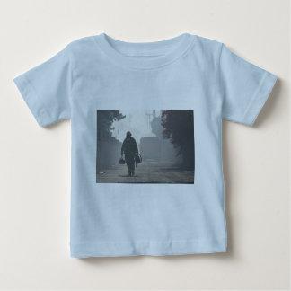 Le devoir appelle le bébé T-shirt fin du Jersey