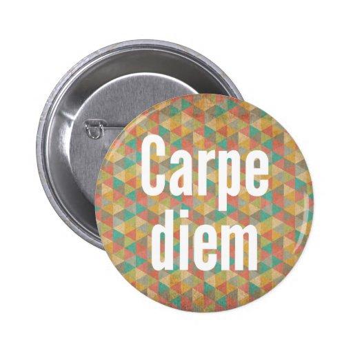 Le diem de Carpe, saisissent le jour, motif coloré Pin's Avec Agrafe