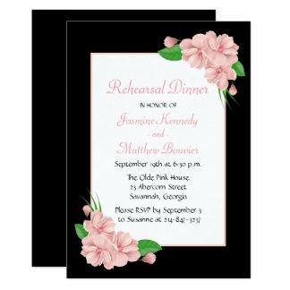Le dîner noir rose floral de répétition fleurit le carton d'invitation  12,7 cm x 17,78 cm