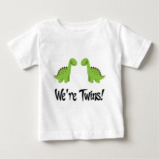 Le dinosaure mignon jumelle le cadeau t-shirt pour bébé