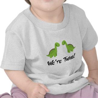 Le dinosaure mignon jumelle le cadeau t-shirts