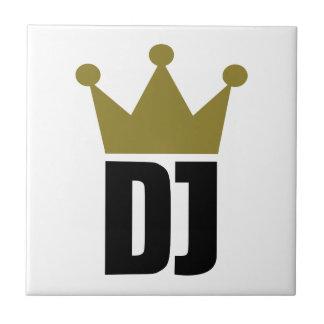 Le DJ couronnent le champion Petit Carreau Carré