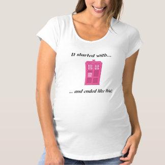 Le docteur d'amour de geek frappe encore T-Shirt de maternité